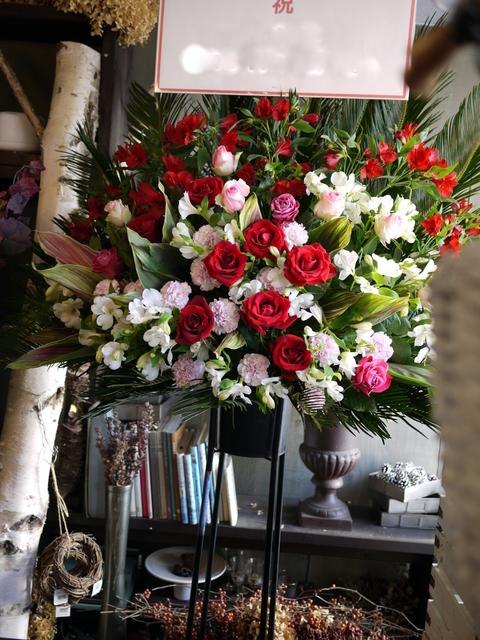 美容室の店舗移転にスタンド花。平岸1条にお届け。2019/12/25。_b0171193_22262839.jpg