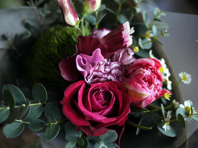 お誕生日の花束。「大人っぽく、ちょっと華やか」。2019/12/28。_b0171193_23575350.jpg
