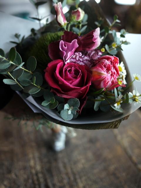 お誕生日の花束。「大人っぽく、ちょっと華やか」。2019/12/28。_b0171193_23575477.jpg