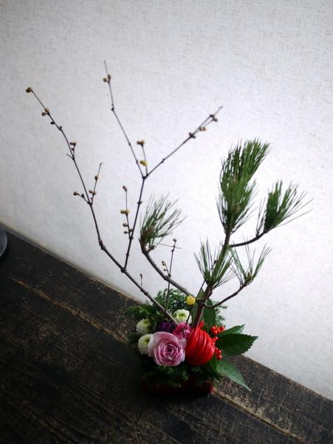 お正月のアレンジメント。西区西野3条にお届け。2019/12/29。_b0171193_23594828.jpg