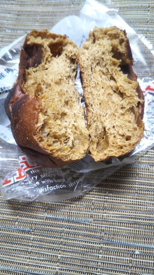 トライベッカ 沖縄県産黒糖の大豆パン_f0076001_23090706.jpg