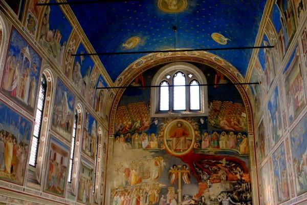 西洋美術の14世紀初頭を代表するジョットの最高傑作名画に囲まれた空間_a0113718_10114557.jpg