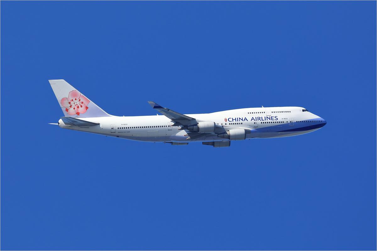 蒼天をゆく - 福岡空港_c0308259_14364369.jpg