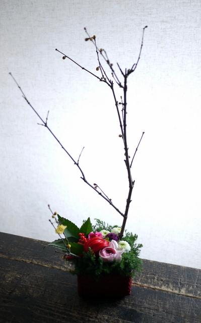 お正月のアレンジメント。「可愛い感じ」。白石区川下1条にお届け。2019/12/30。_b0171193_00082923.jpg