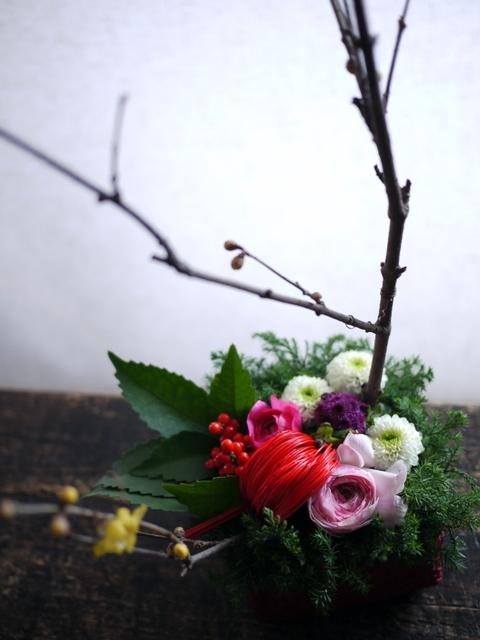 お正月のアレンジメント。「可愛い感じ」。白石区川下1条にお届け。2019/12/30。_b0171193_00083755.jpg