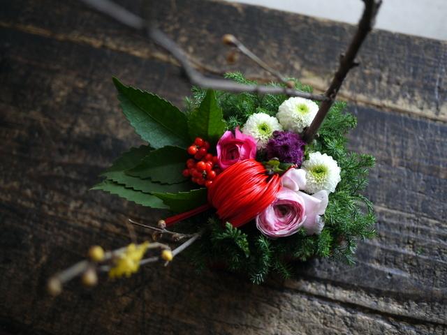 お正月のアレンジメント。「可愛い感じ」。白石区川下1条にお届け。2019/12/30。_b0171193_00084155.jpg