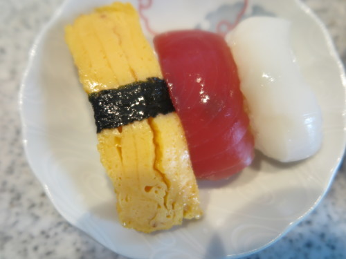 朝:おせち「博多」、お雑煮&寿司セット 昼:ますの寿司、寿司&餅 夜:ますの寿司、寿司&餅_c0075701_20521636.jpg