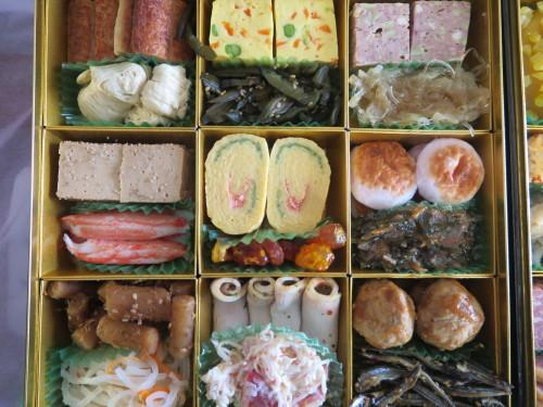 朝:おせち「博多」、お雑煮&寿司セット 昼:ますの寿司、寿司&餅 夜:ますの寿司、寿司&餅_c0075701_20551304.jpg