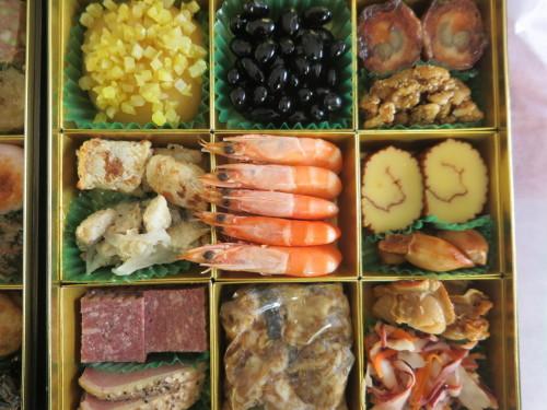 朝:おせち「博多」、お雑煮&寿司セット 昼:ますの寿司、寿司&餅 夜:ますの寿司、寿司&餅_c0075701_20551963.jpg
