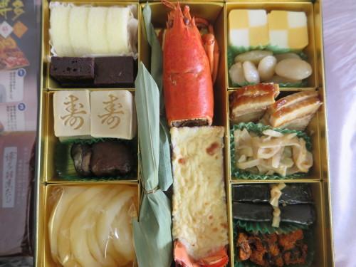 朝:おせち「博多」、お雑煮&寿司セット 昼:ますの寿司、寿司&餅 夜:ますの寿司、寿司&餅_c0075701_20552902.jpg
