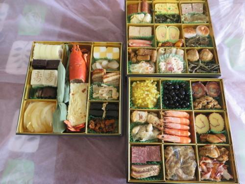 朝:おせち「博多」、お雑煮&寿司セット 昼:ますの寿司、寿司&餅 夜:ますの寿司、寿司&餅_c0075701_20560995.jpg