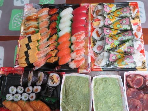 朝:おせち「博多」、お雑煮&寿司セット 昼:ますの寿司、寿司&餅 夜:ますの寿司、寿司&餅_c0075701_20564260.jpg