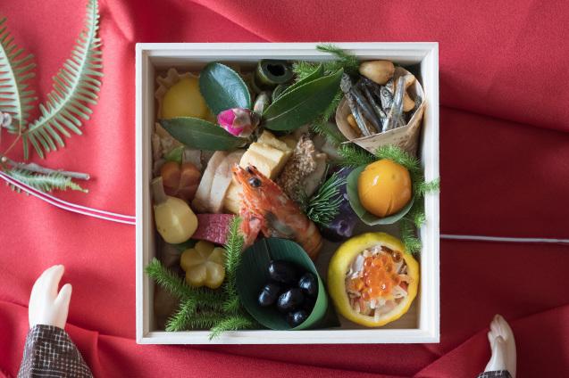 円卓さんのおせちとチャーリーんちのお雑煮でお正月_e0369736_18054165.jpg