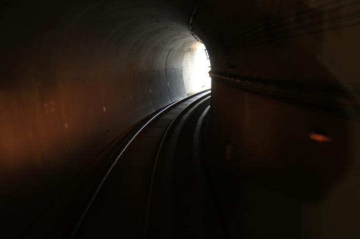 長いトンネル_f0371447_09182808.jpg