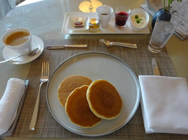 今朝のパンケーキ_b0405262_20432493.jpg