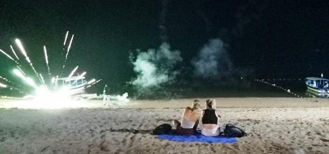 年末を祝う夜のサヌール・ビーチ_d0083068_14331027.jpg