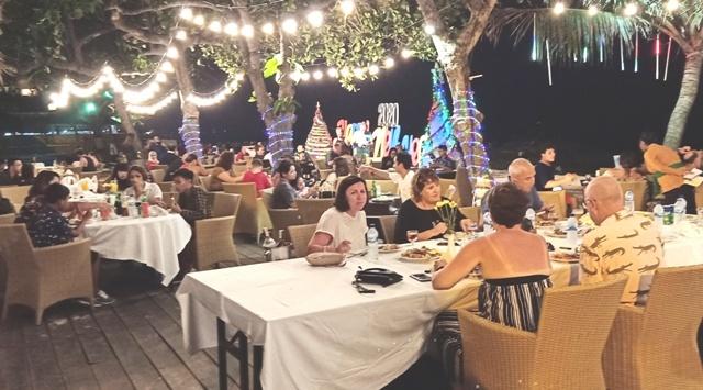 年末を祝う夜のサヌール・ビーチ_d0083068_14365402.jpg