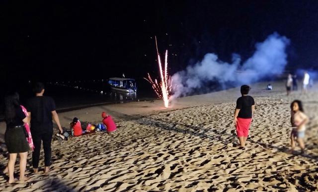 年末を祝う夜のサヌール・ビーチ_d0083068_14404069.jpg