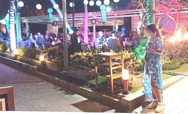 年末を祝う夜のサヌール・ビーチ_d0083068_14410158.jpg
