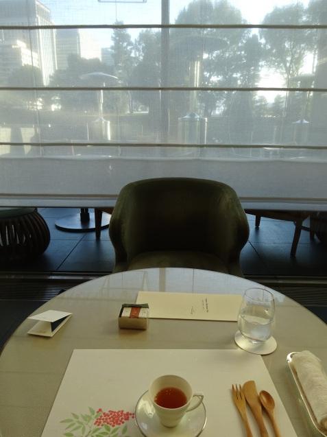年末の「パレスホテル東京」 (2)「ザ・パレスラウンジ」でアフタヌーンティー_b0405262_23350519.jpg
