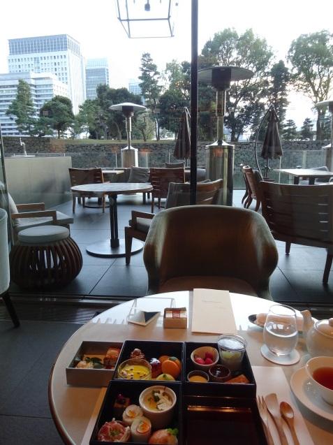 年末の「パレスホテル東京」 (2)「ザ・パレスラウンジ」でアフタヌーンティー_b0405262_23355727.jpg