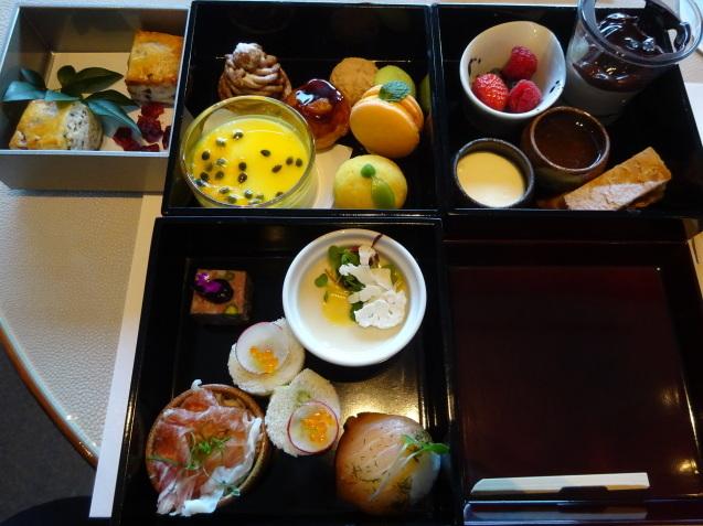 年末の「パレスホテル東京」 (2)「ザ・パレスラウンジ」でアフタヌーンティー_b0405262_23361595.jpg
