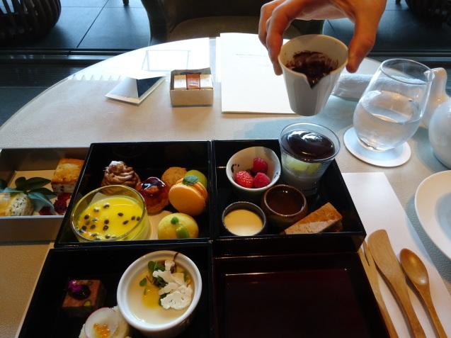 年末の「パレスホテル東京」 (2)「ザ・パレスラウンジ」でアフタヌーンティー_b0405262_23363062.jpg