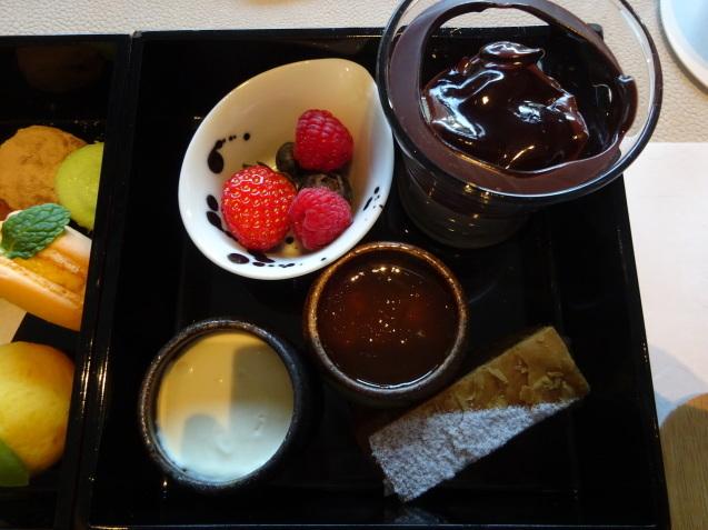 年末の「パレスホテル東京」 (2)「ザ・パレスラウンジ」でアフタヌーンティー_b0405262_23364525.jpg