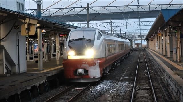 青森駅は還暦を迎えました。そして、大改装中です。青い森鉄道と雪景色、雪の中を激走する貨物列車とモーリーくん_d0181492_23451085.jpg