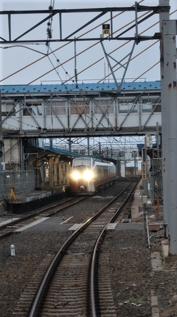 青森駅は還暦を迎えました。そして、大改装中です。青い森鉄道と雪景色、雪の中を激走する貨物列車とモーリーくん_d0181492_23452028.jpg