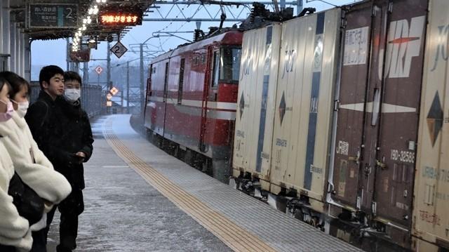 青森駅は還暦を迎えました。そして、大改装中です。青い森鉄道と雪景色、雪の中を激走する貨物列車とモーリーくん_d0181492_23480225.jpg
