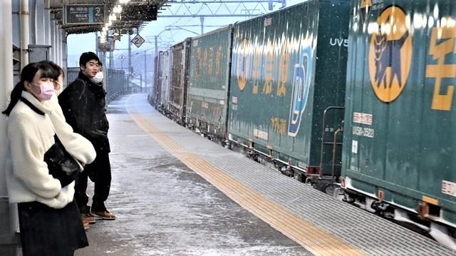青森駅は還暦を迎えました。そして、大改装中です。青い森鉄道と雪景色、雪の中を激走する貨物列車とモーリーくん_d0181492_23481624.jpg