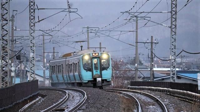 青い森鉄道に可愛い電車が登場「11匹のねこちゃん」列車は可愛過ぎます。冠雪の「岩木山」_d0181492_23525190.jpg