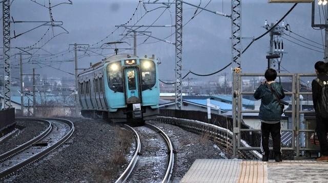 青い森鉄道に可愛い電車が登場「11匹のねこちゃん」列車は可愛過ぎます。冠雪の「岩木山」_d0181492_23531257.jpg