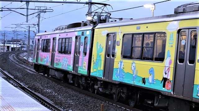 青い森鉄道に可愛い電車が登場「11匹のねこちゃん」列車は可愛過ぎます。冠雪の「岩木山」_d0181492_23533549.jpg