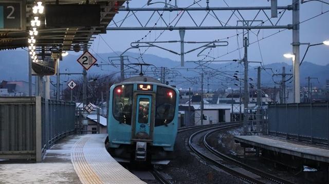 青い森鉄道に可愛い電車が登場「11匹のねこちゃん」列車は可愛過ぎます。冠雪の「岩木山」_d0181492_23541338.jpg