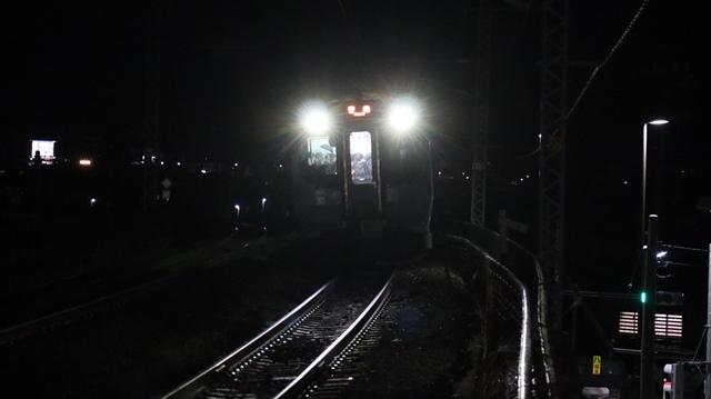 青い森鉄道に可愛い電車が登場「11匹のねこちゃん」列車は可愛過ぎます。冠雪の「岩木山」_d0181492_23551809.jpg