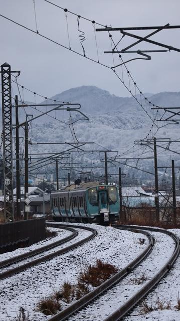 青い森鉄道に可愛い電車が登場「11匹のねこちゃん」列車は可愛過ぎます。冠雪の「岩木山」_d0181492_23553197.jpg