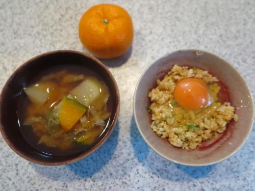 朝:生卵載せチャーハン、味噌汁&野菜ジュース 昼:東部食堂の中華そば 夜:寿司_c0075701_22455349.jpg