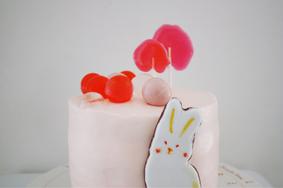 『ウサギと風船』をテーマにケーキ_d0339705_16440663.jpg