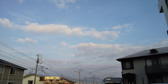 やや雲が出ていますが冬晴れですね。_e0094315_08110064.jpg