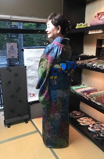 着物でパーティのお客様2・前田仁仙着物・半幅帯。_f0181251_00513786.jpg