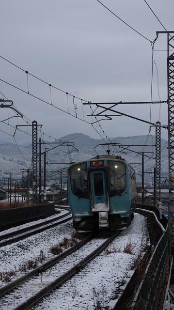 青い森鉄道:東北本線と貨物列車、雪降る北国で懸命に頑張る貨物列車に感動、頑張る姿は美しい・・・貨物列車も火とも頑張る姿に魅了する_d0181492_00272667.jpg