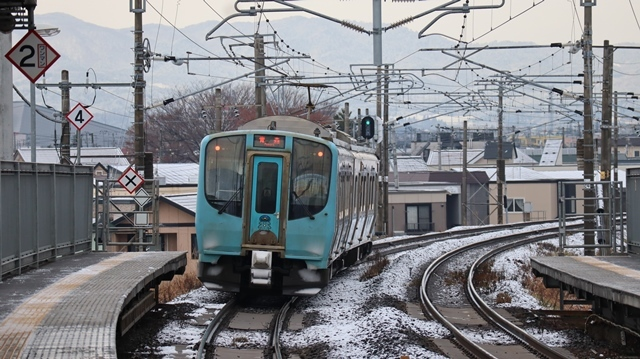 青い森鉄道:東北本線と貨物列車、雪降る北国で懸命に頑張る貨物列車に感動、頑張る姿は美しい・・・貨物列車も火とも頑張る姿に魅了する_d0181492_00273478.jpg