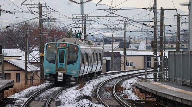 青い森鉄道:東北本線と貨物列車、雪降る北国で懸命に頑張る貨物列車に感動、頑張る姿は美しい・・・貨物列車も火とも頑張る姿に魅了する_d0181492_00274191.jpg