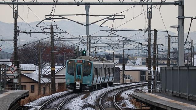青い森鉄道:東北本線と貨物列車、雪降る北国で懸命に頑張る貨物列車に感動、頑張る姿は美しい・・・貨物列車も火とも頑張る姿に魅了する_d0181492_00274958.jpg