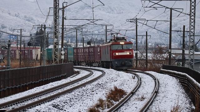 青い森鉄道:東北本線と貨物列車、雪降る北国で懸命に頑張る貨物列車に感動、頑張る姿は美しい・・・貨物列車も火とも頑張る姿に魅了する_d0181492_00280652.jpg