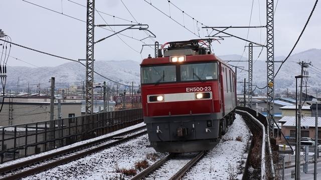 青い森鉄道:東北本線と貨物列車、雪降る北国で懸命に頑張る貨物列車に感動、頑張る姿は美しい・・・貨物列車も火とも頑張る姿に魅了する_d0181492_00282340.jpg