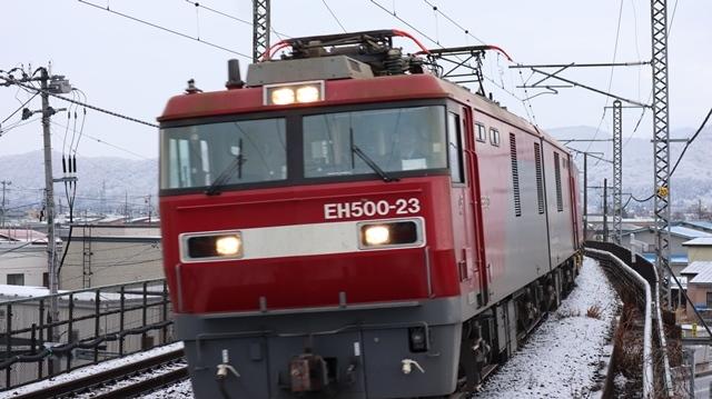 青い森鉄道:東北本線と貨物列車、雪降る北国で懸命に頑張る貨物列車に感動、頑張る姿は美しい・・・貨物列車も火とも頑張る姿に魅了する_d0181492_00283128.jpg