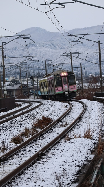 青森観光の魅力、カメラを持って観光、鉄道写真も良いね、青い森鉄道の駅舎の魅力・新しい車両がデビュー_d0181492_00312195.jpg